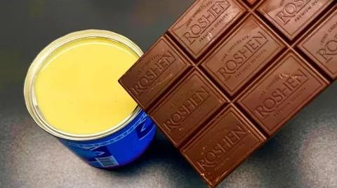 Un mariage parfait pour un dessert: lait concentré + chocolat en tablette